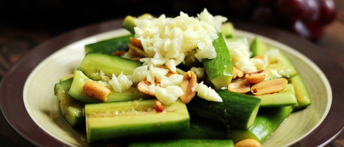 Салат битые огурцы